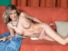 Gianna widens up, just for you!