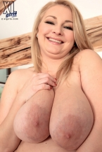 Jiggly Goddess In The Large Titty City